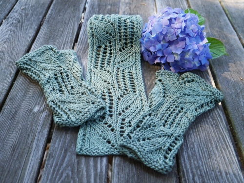 beanstalk scarf and mitts