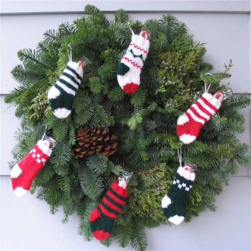 pdxknitterati christmas stocking wreath