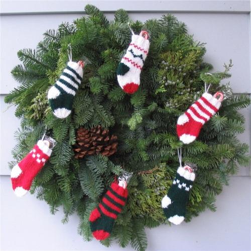 pdxknitterati christmas stocking wreath
