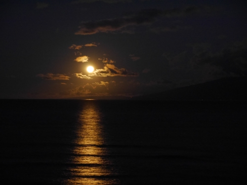 Moonset Dec 13 2016 Maui